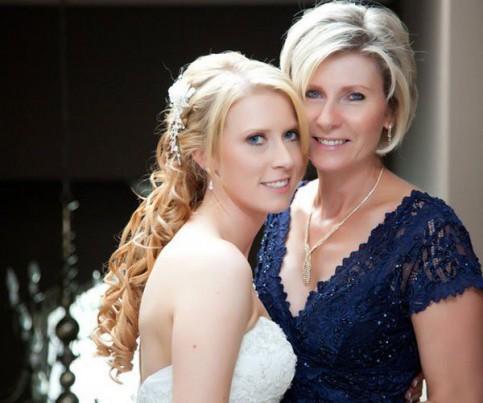 Фото причесок на свадьбу для мамы